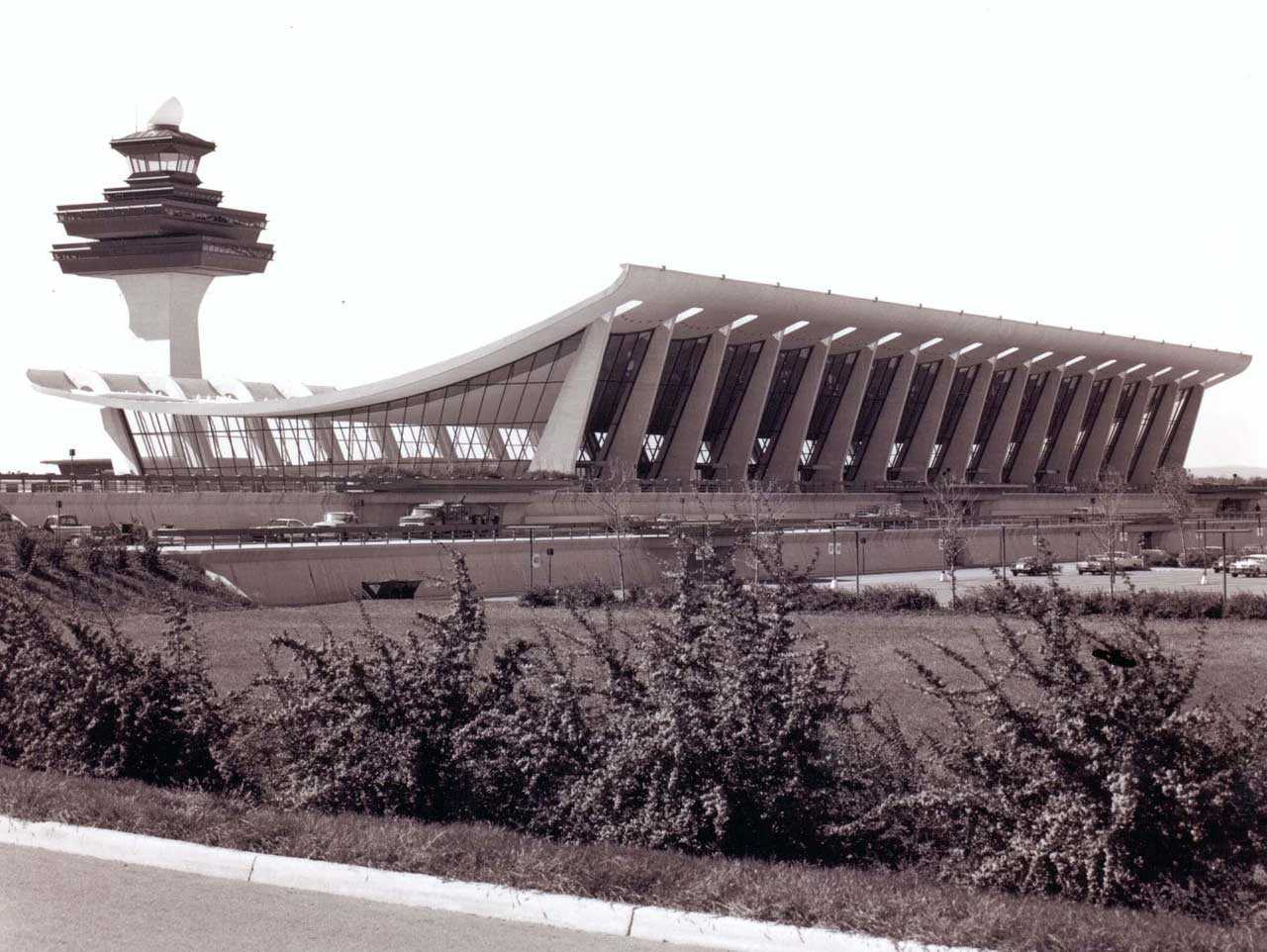 Concrete, Steel and Glass: Dulles Airport is the Port of the Future
