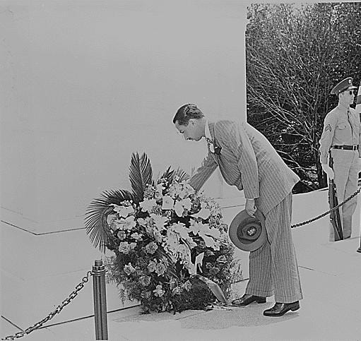 Prince Adful Ilah of Iraq laying a wreath before a monument in Washington, DC. (May 8th, 1945)