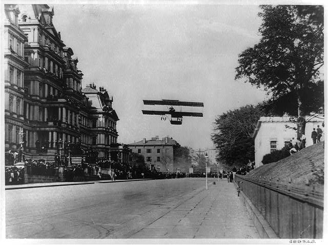 Claude Graham White landing his biplane on West Executive Avenue October 14th, 1910 (Library of Congress)