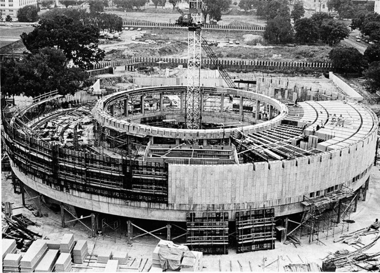 Hirshhorn Museum construction 1972
