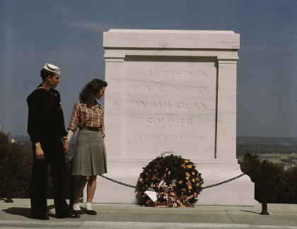 Sailor of woman at the Tomb of the Unknown Solder in 1943 (Library of Congress)