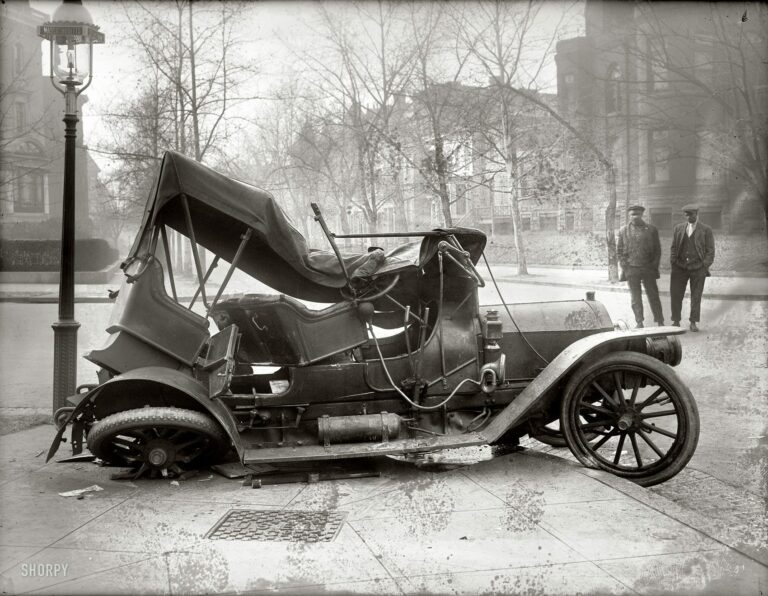 Wreck at Massachusetts Ave. and 21st St. in 1917 (Shorpy)
