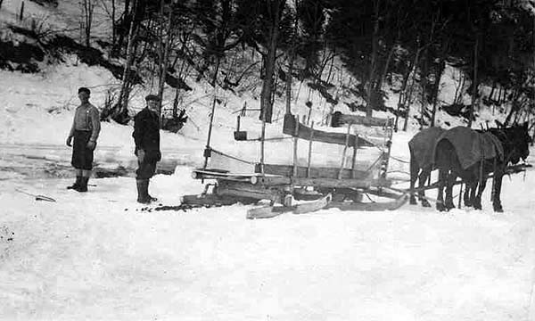 ice harvesting in Maine during the 1890s