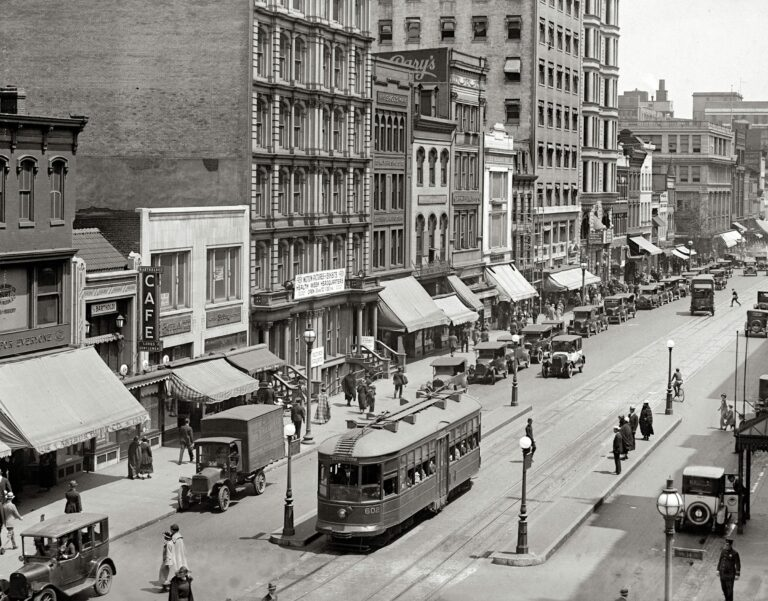 """Today we're leaving the office and taking the streetcar downtown for some shopping. From 1924, """"F Street N.W. from 14th Street."""" (Shorpy)"""