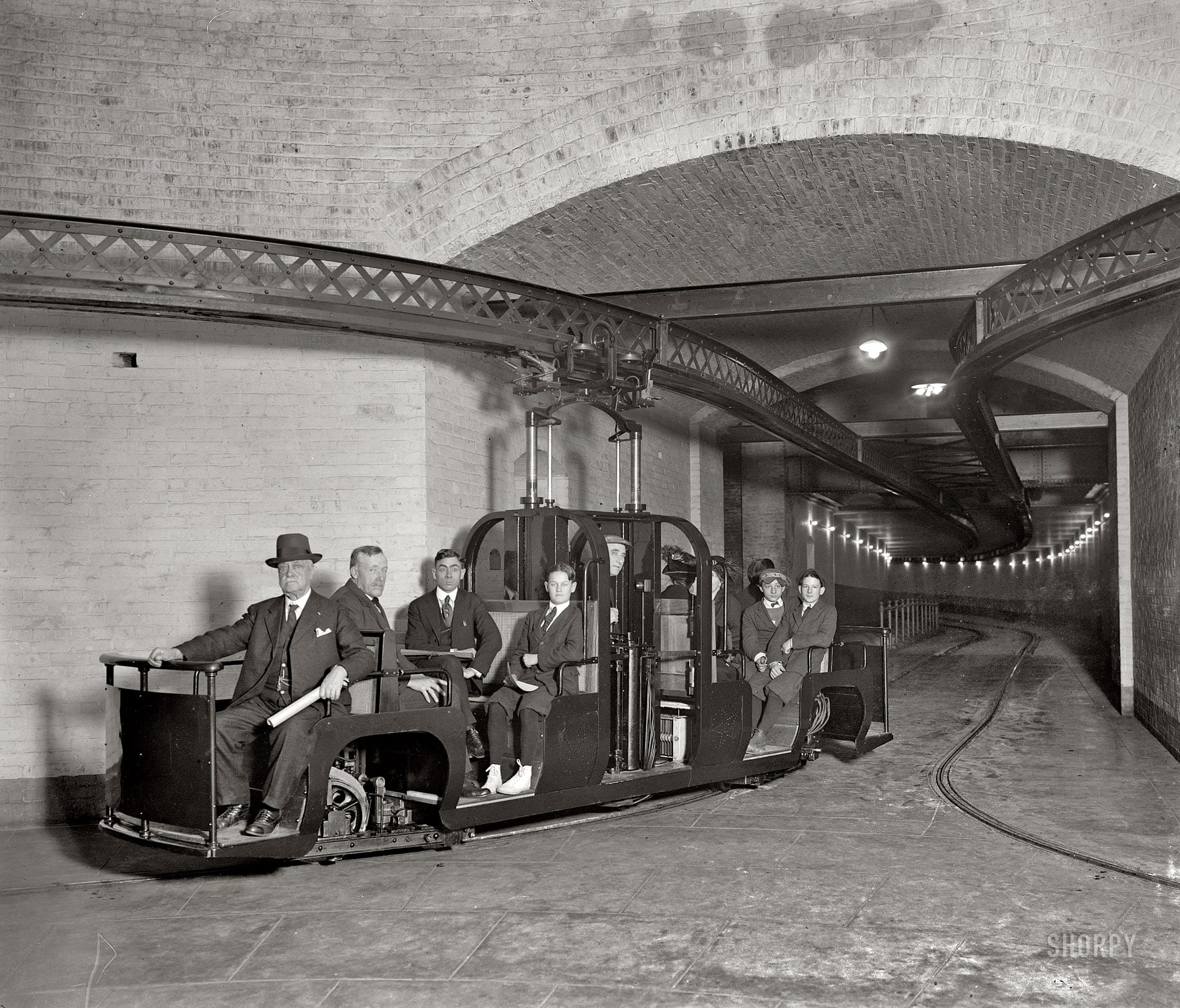 U.S. Senate subway circa 1915 (Shorpy)