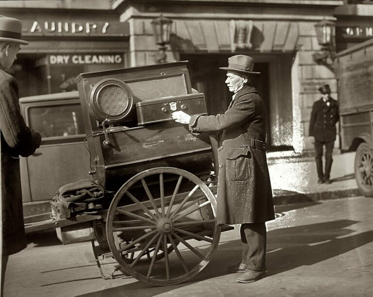 A street vendor and his radio-equipped cart circa 1928 in Washington, D.C. 4x5 glass negative from the National Photo Company Collection. (Shorpy)