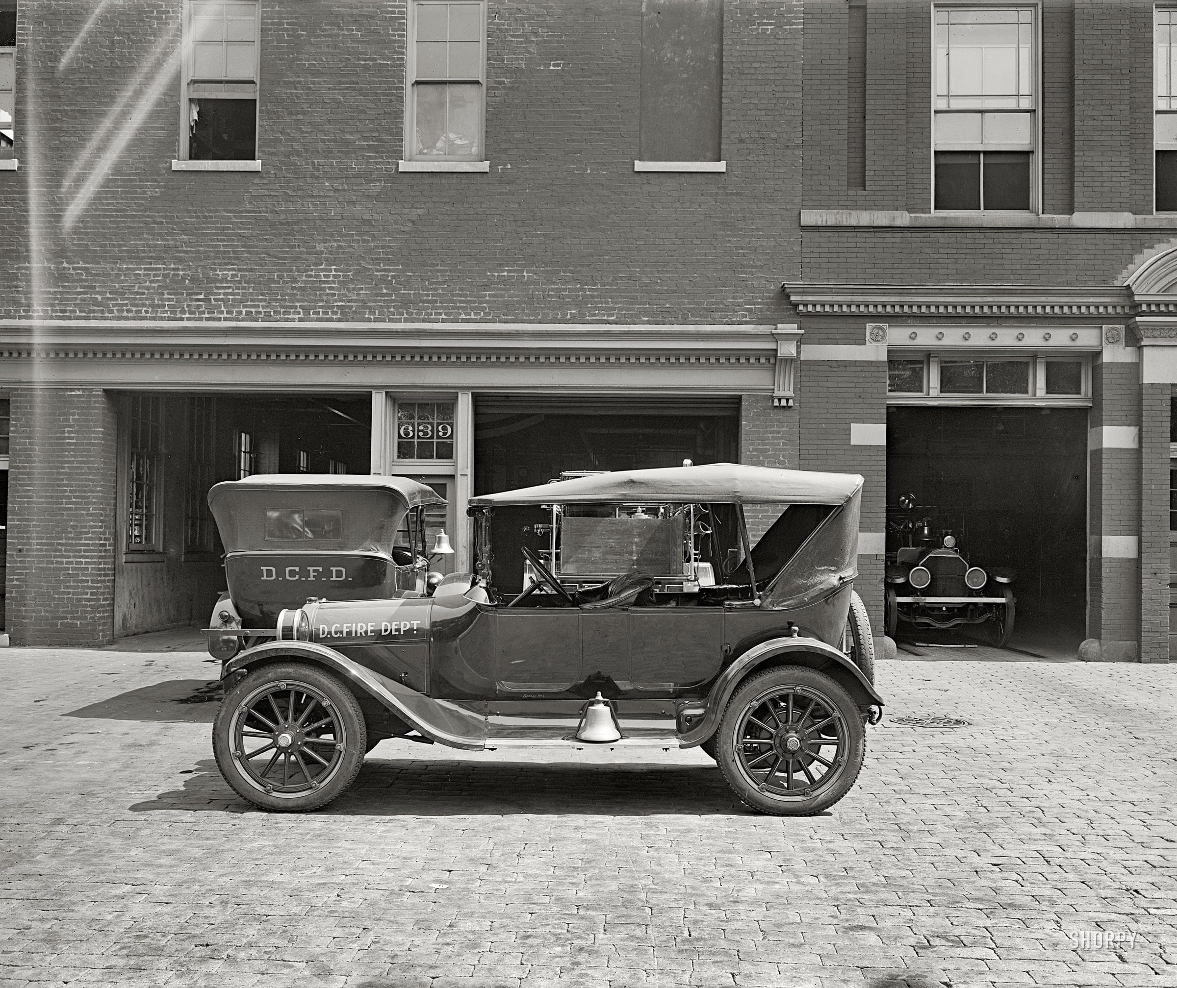 "D.C. Fire Dept. car for Semmes Motor Co."" National Photo Company Collection glass negative (Shorpy)"