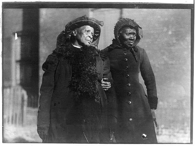 Two elderly convention attendees in 1916 (Library of Congress)