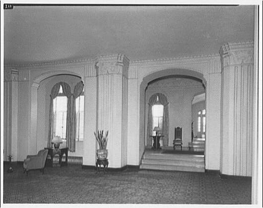 Main lobby of Westchester Apartments by Theodor Horydczak in 1947 (Library of Congress)