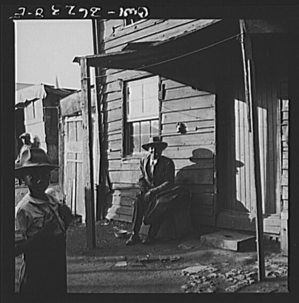 Washington alley dwelling in 1943 (Library of Congress)