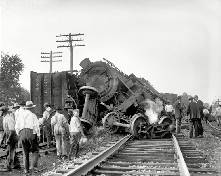 """Laurel, Maryland. July 31, 1922. """"Two B&O freights wrecked in head-on crash at Laurel switch."""" National Photo Company glass negative (Shorpy)"""