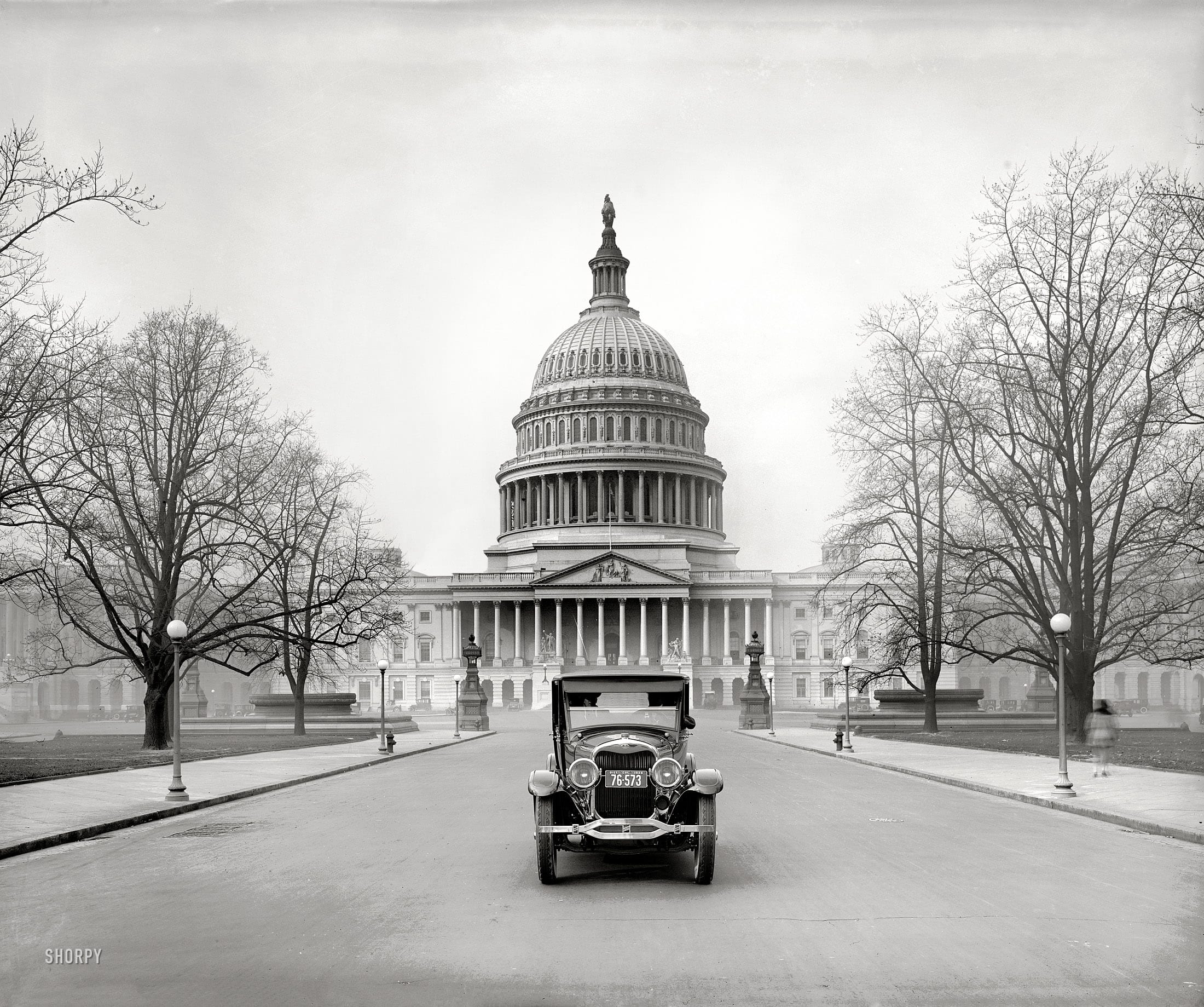 "Washington, D.C., 1924. ""Ford Motor Co. -- Lincoln at Capitol."" The Great Transportator. National Photo Company glass negative (Shorpy)"