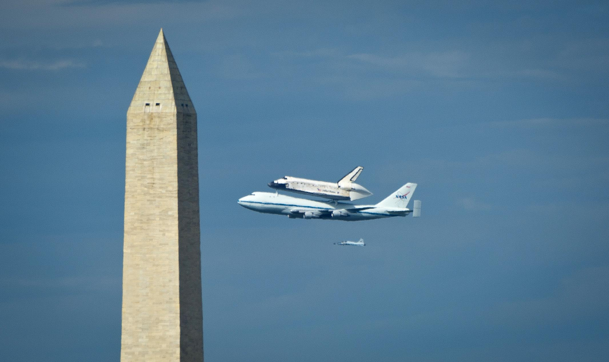 Space Shuttle Discovery Flies Over Washington