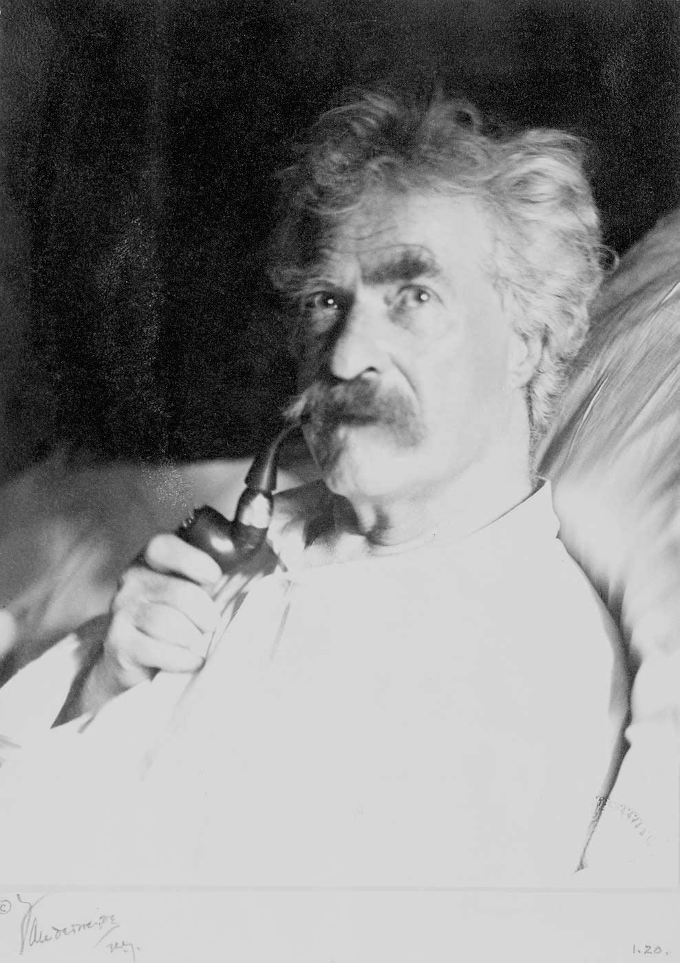 Mark Twain with pipe in 1906 (Wikipedia)
