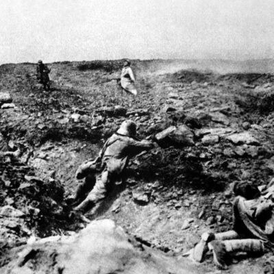 French assault Germans in trench warfare