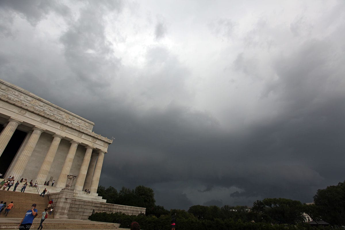 Lincoln Memorial and an approaching storm (ianlivingston.com