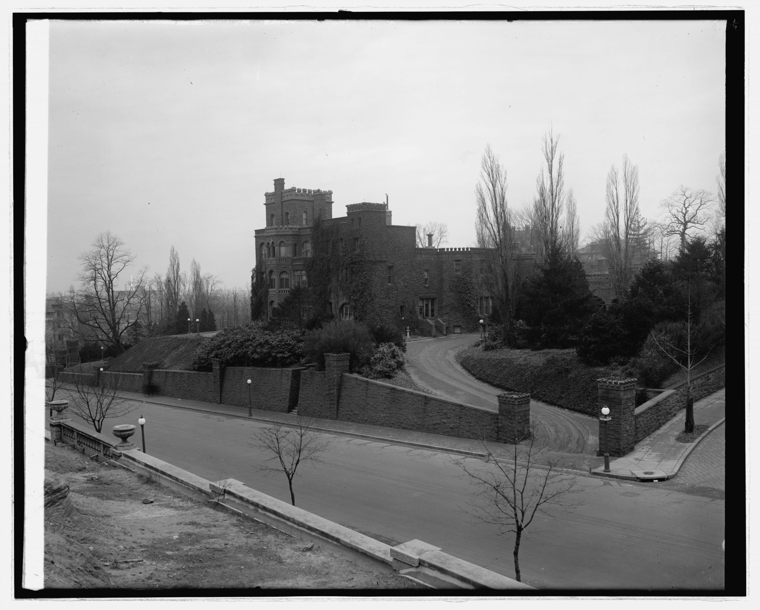 Boundary Castle view at intersection of 16th and Belmont in 1920s
