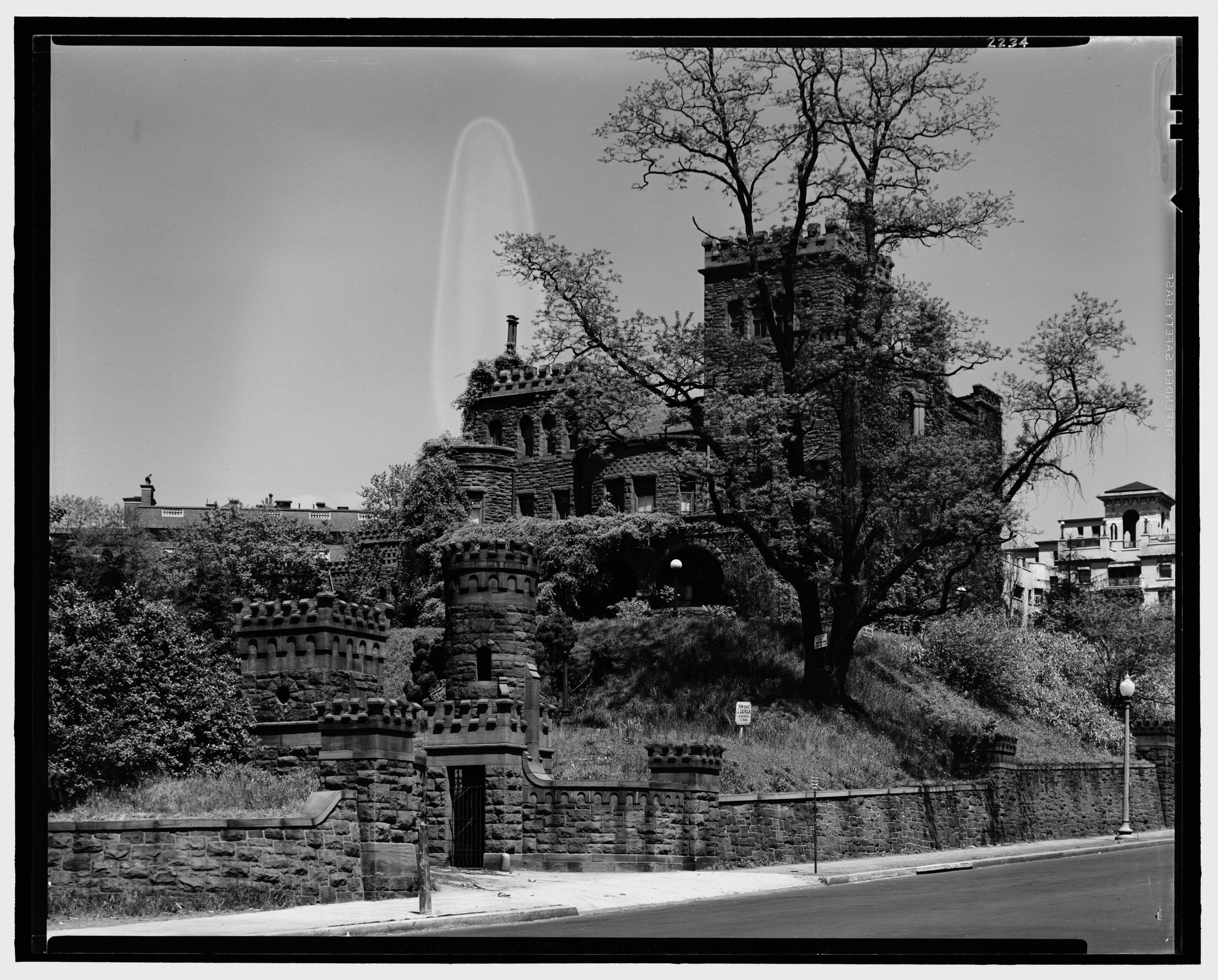 Boundary Castle in the 1920s by Theodor Horydczak (Library of Congress)