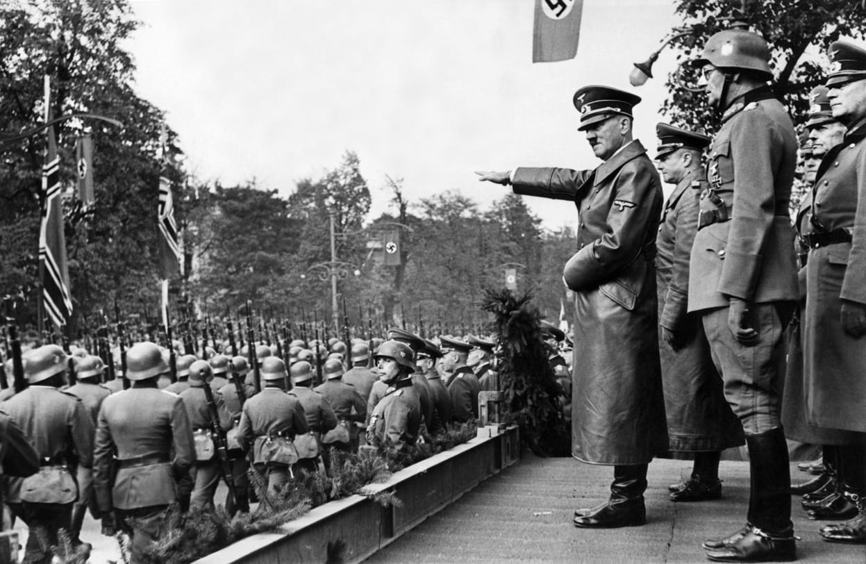 Hitler salutes the troops