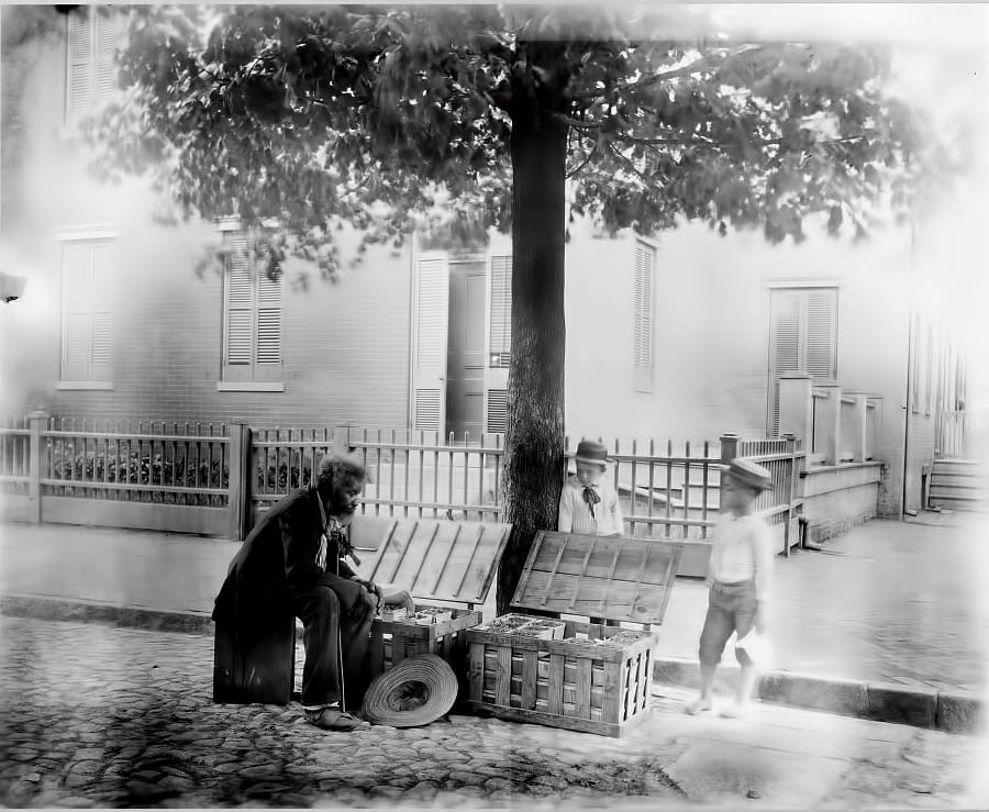 Old man selling strawberries on the street - 1900
