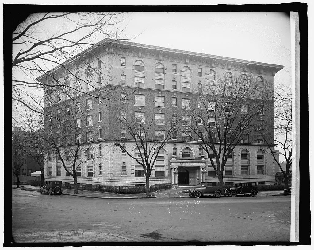 The Northumberland Apartments between 1910 and 1915 (Library of Congress)