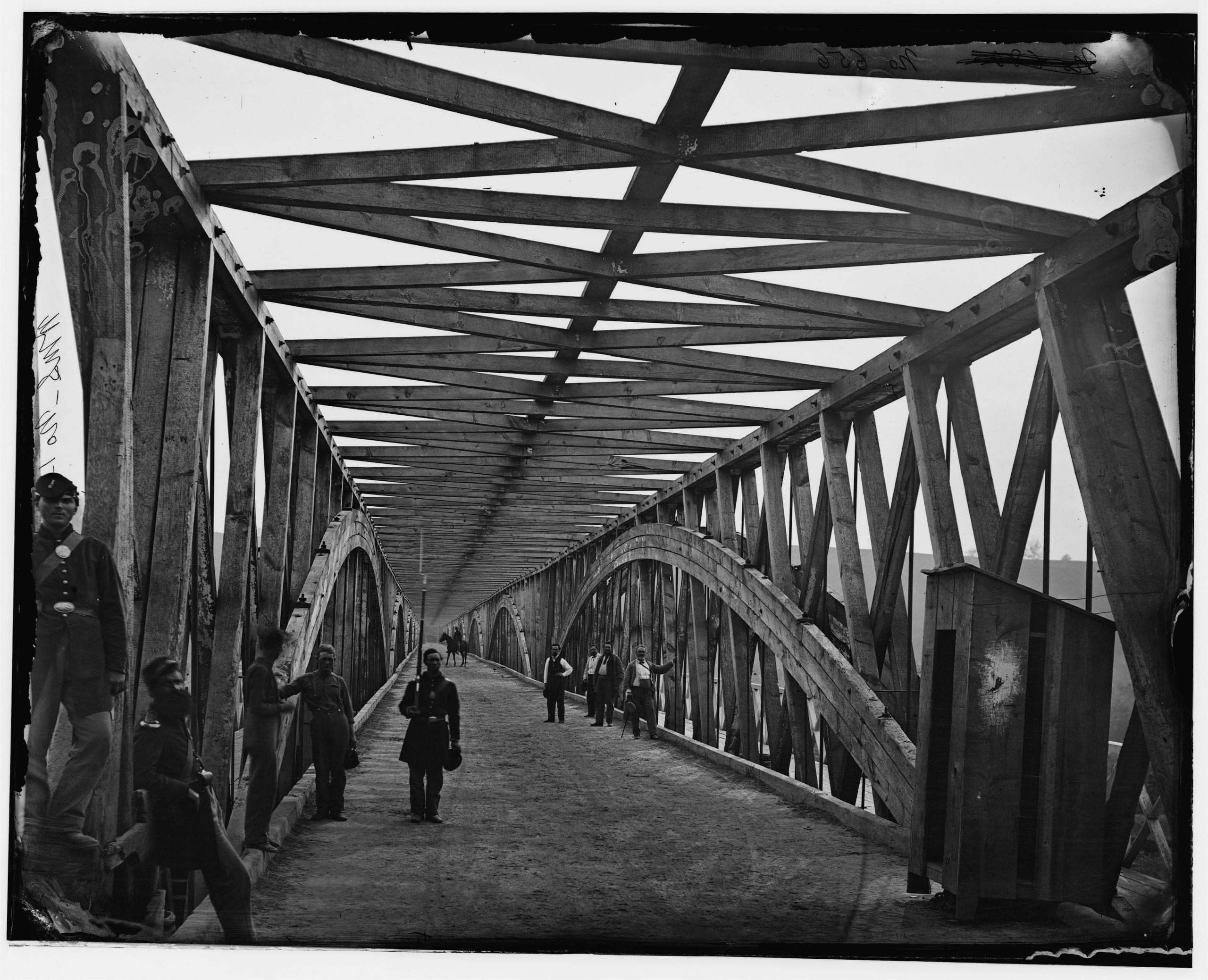 soldiers stand guard on Chain Bridge during the Civil War (Library of Congress)