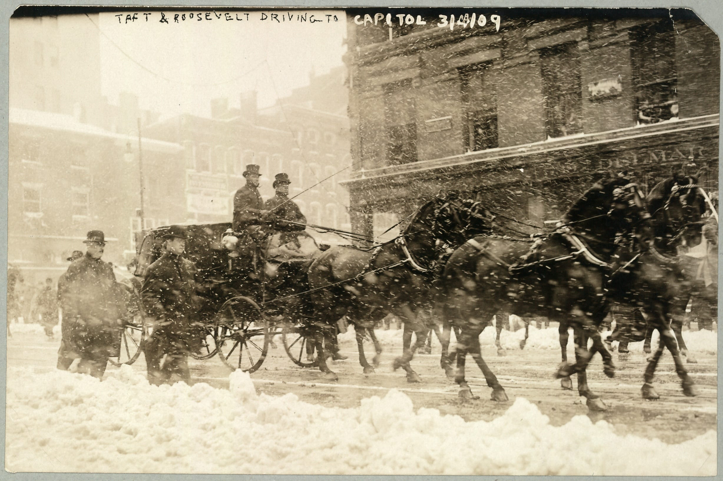Taft & Roosevelt driving to Capitol, Mar. 4, 1909.