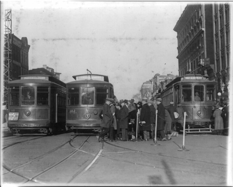 streetcars on New York Ave. (Library of Congress)