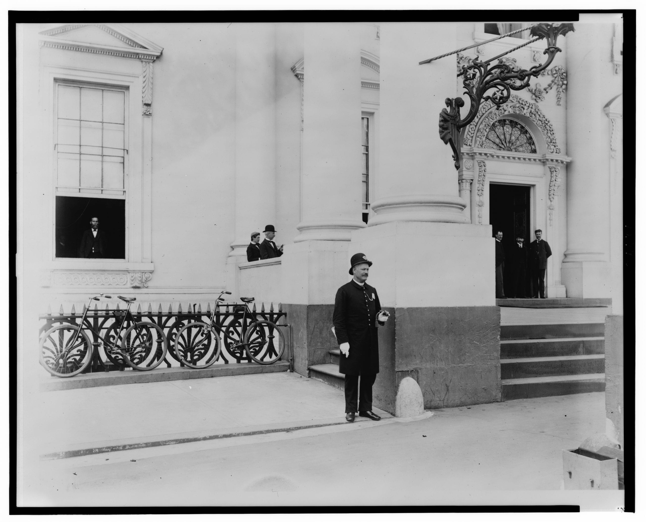 Policeman standing guard at entrance to White House