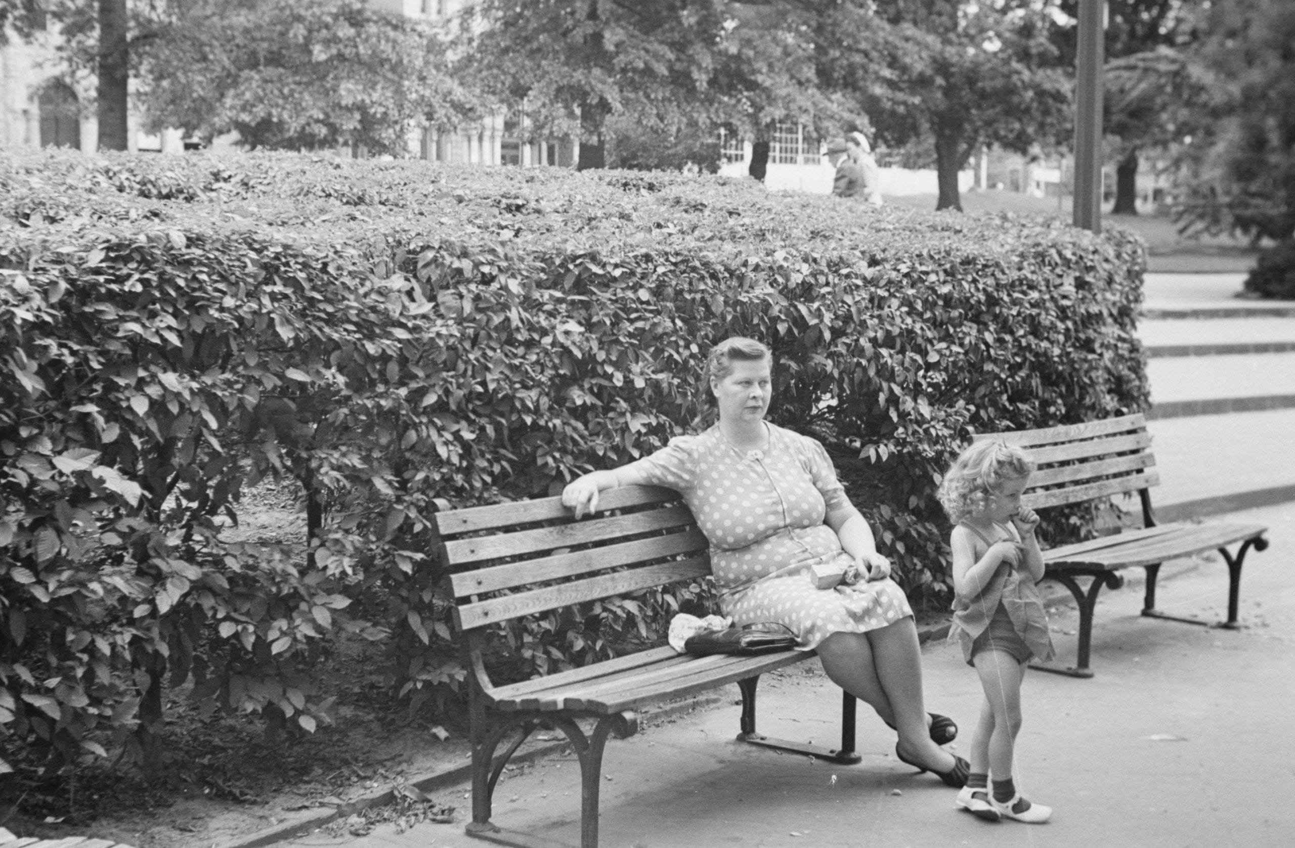 mother and daughter in Franklin Square Park (1943)