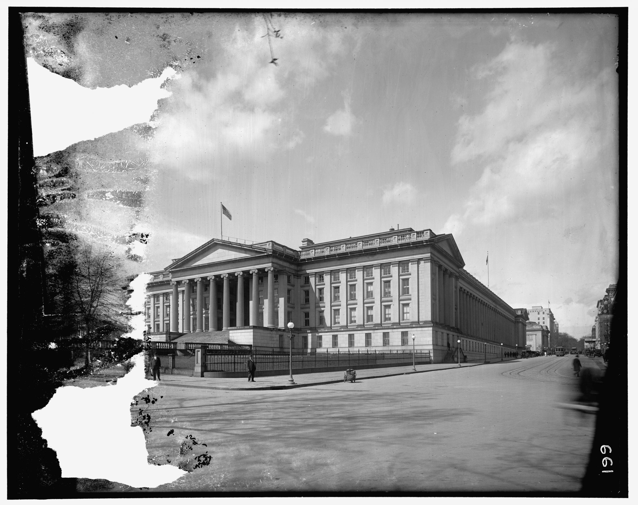 Great Photo of the Treasury Department in 1910