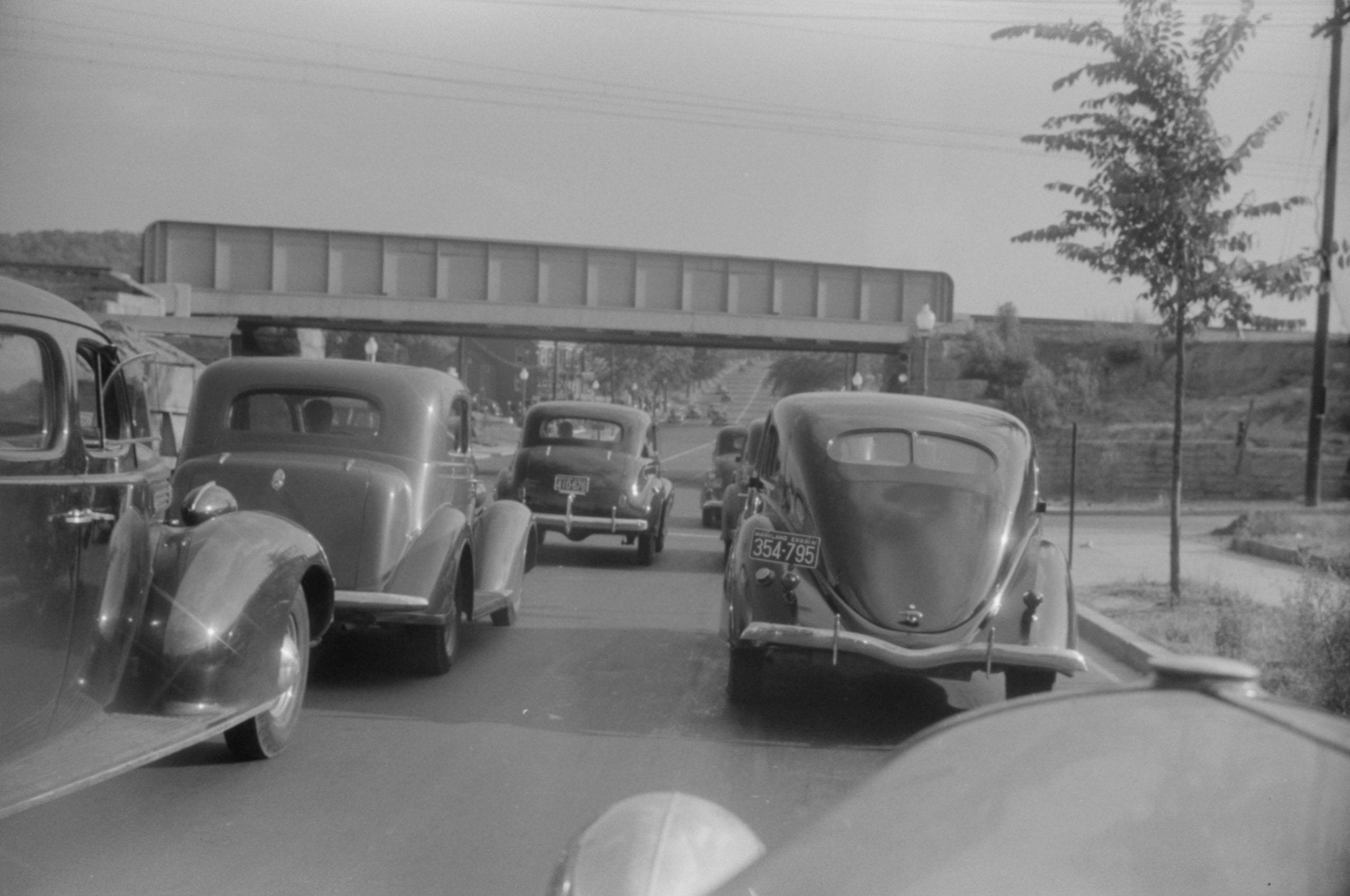 traffic heading down Route 1 (1940)