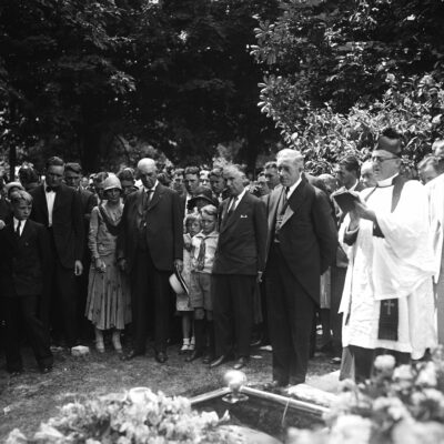 Walter Johnson's wife buried. This photograph was taken at the funeral of Mrs. Walter Johnson, wife of the manager of the Washington baseball club. Those in the picture, reading from left to right, include: Mrs. Frank N. Johnson of Coffeyville, Kas., his mother; Walter Johnson; Edwin Johnson, a son; Edwin R. Roberts, Mayor of Reno candidate for the governorship of Nevada, Mrs. Johnson's father; Carolyn and Robert, two of the younger Johnson children, and at the extreme right, the Rev. Joseph E. Williams, pastor of the Bethesda, Md. Episcopal Church, where the Johnsons worshipped