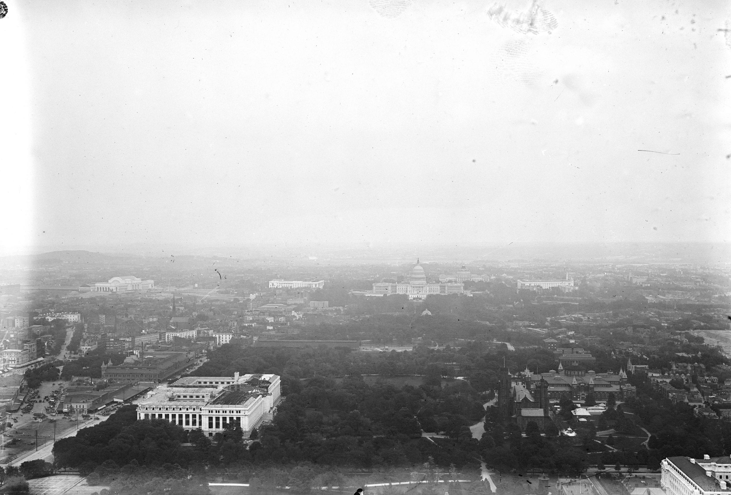 Capitol Bldg., seen from atop Washington Monument, Washington, D.C.
