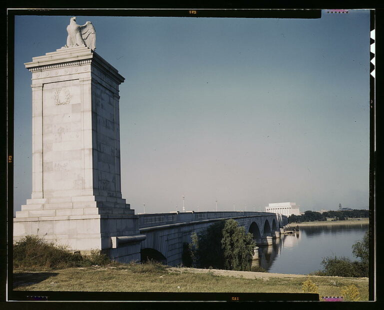 Memorial Bridge, looking from the Virginia side of the Potomac River across to the Lincoln Memorial, Washington, D.C.