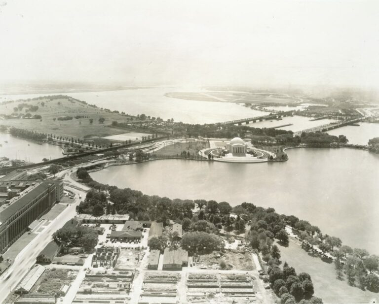 southern view of the Jefferson Memorial (1942)