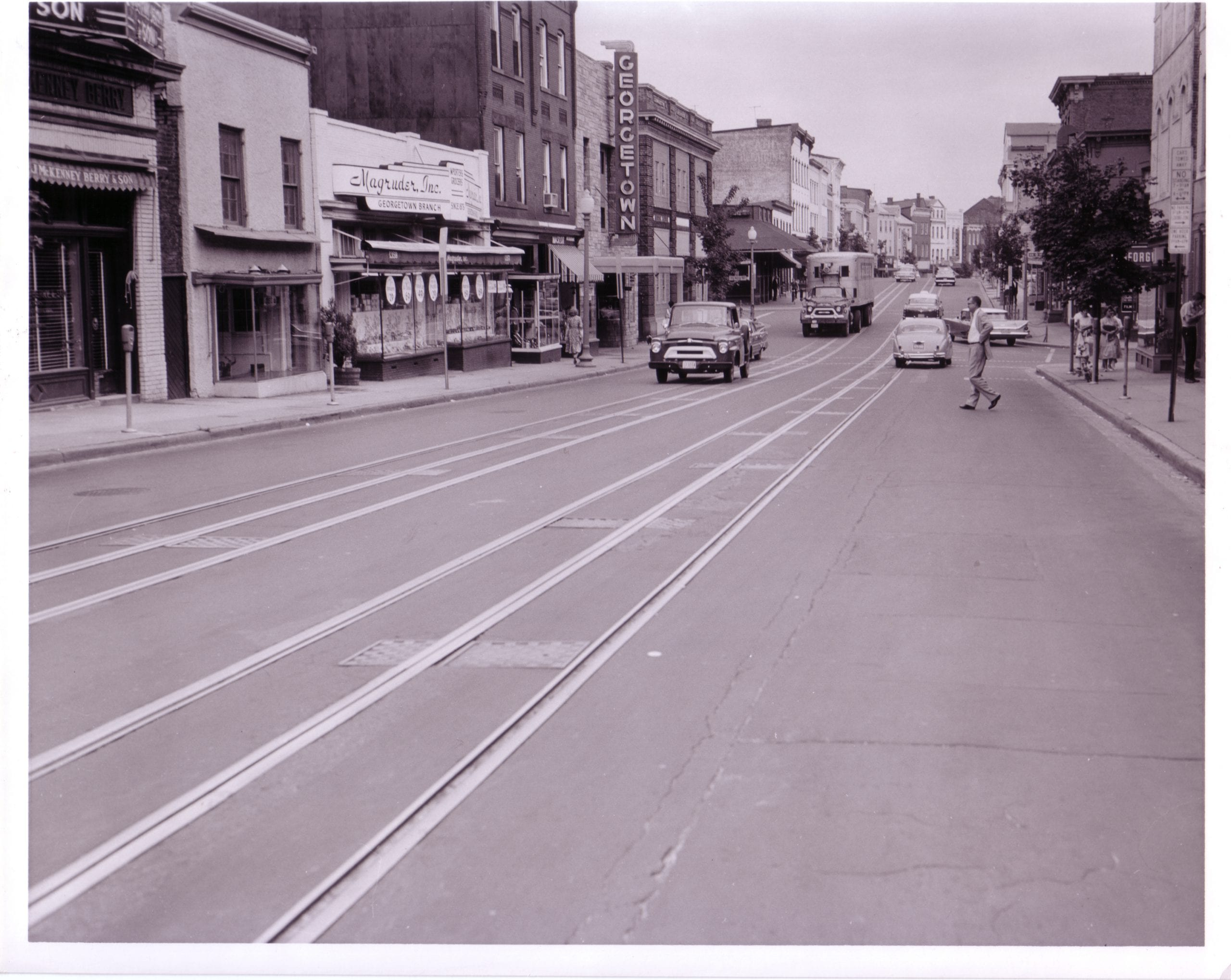 "Wisconsin Avenue, NW, south of O Street at ""rush hour"" (June 30, 1960)."