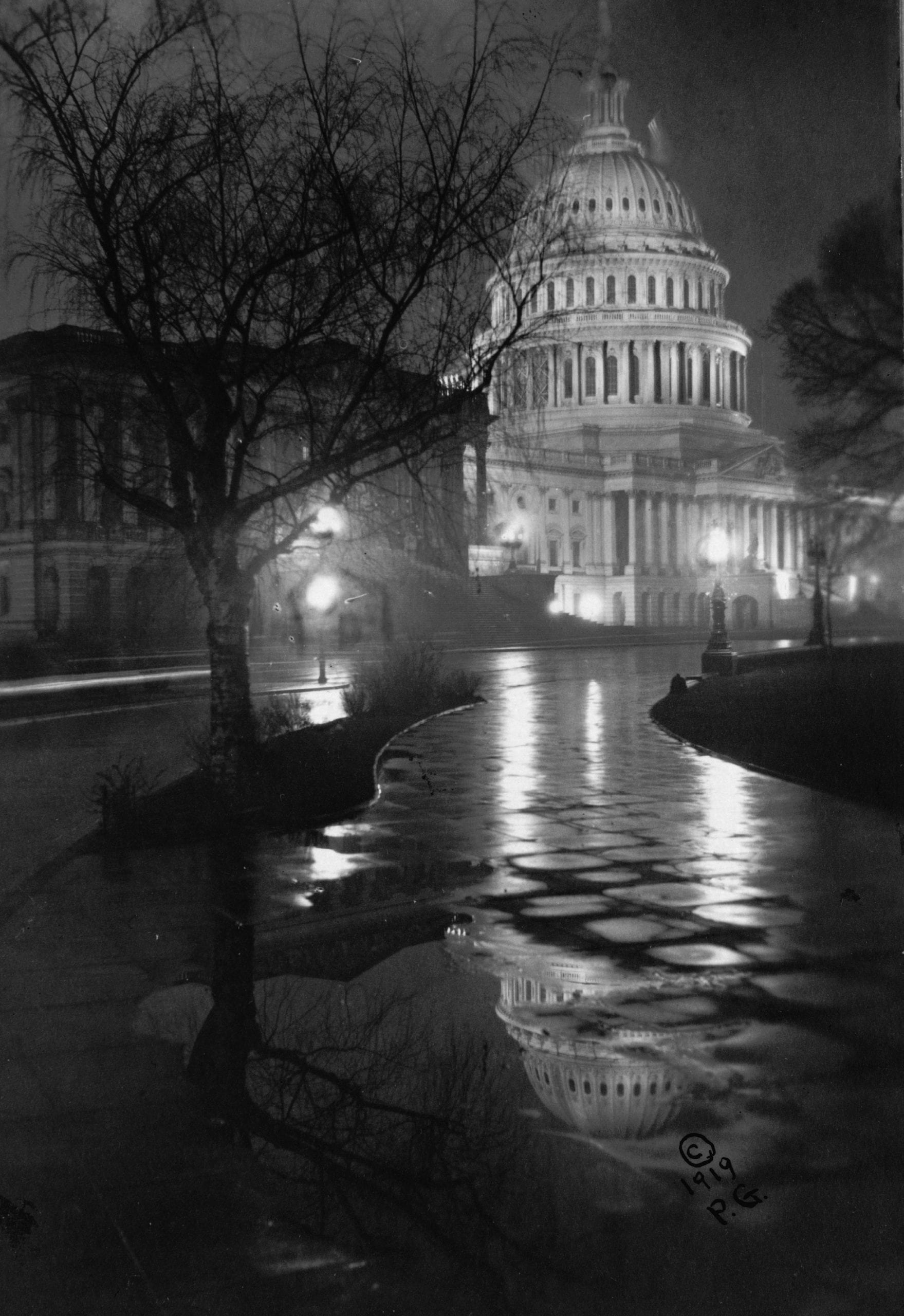View of the U.S. Capitol, at night, in rain by Paul Grenbeaux (1919)
