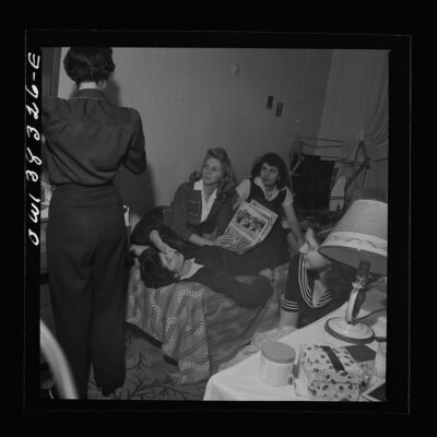 An evening gathering in a boardinghouse