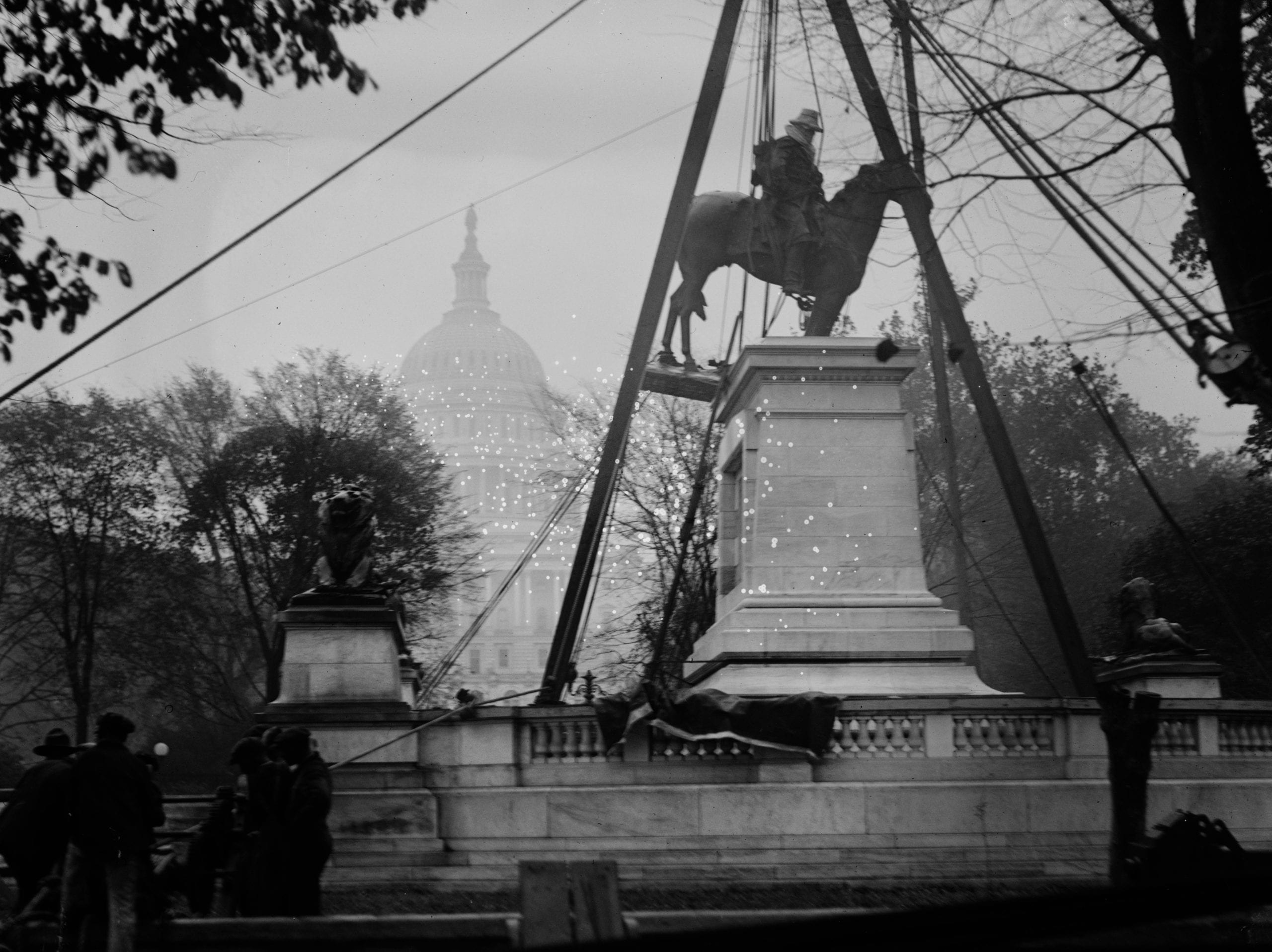 Grant's statue being put in place 1920