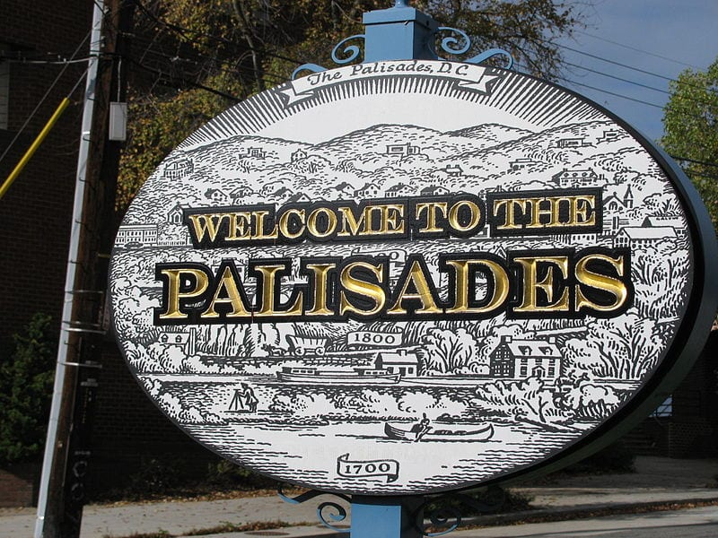 Welcome to the Palisades sign