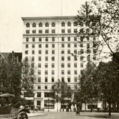 (right) The Munsey Building, built in 1905 and demolished in 1980; (left) the Washington Post Building (also demolished)