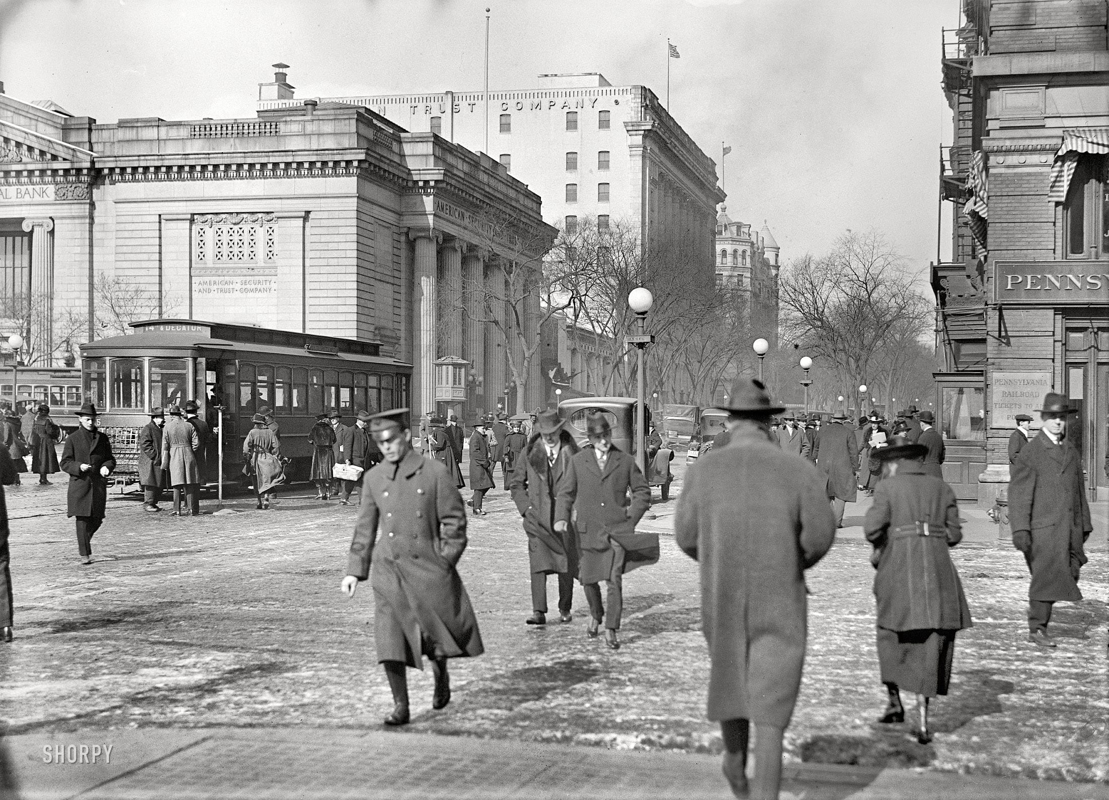 """Washington, D.C., circa 1917. """"Street scene, 15th and G Streets near Riggs National Bank."""" Harris & Ewing Collection glass negative."""