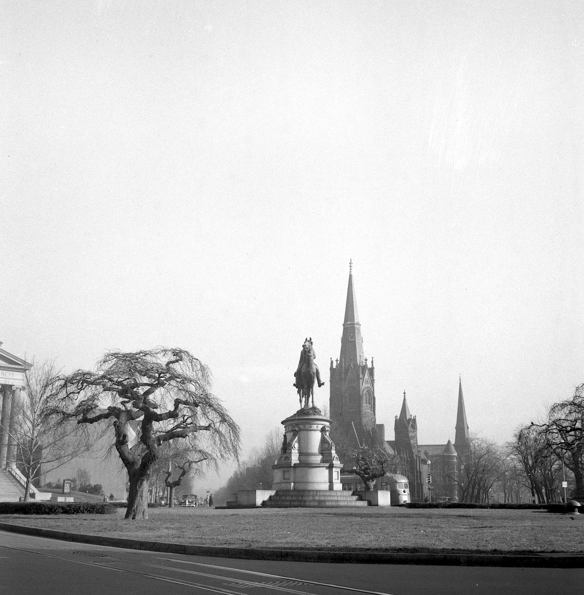Thomas Circle in 1943