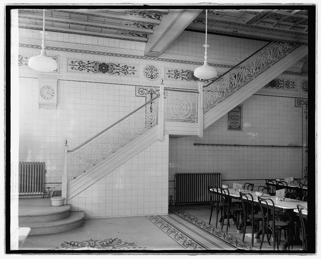 The interior of the Pennsylvania Avenue Childs around 1920 clearly reflects the clean, white aesthetic