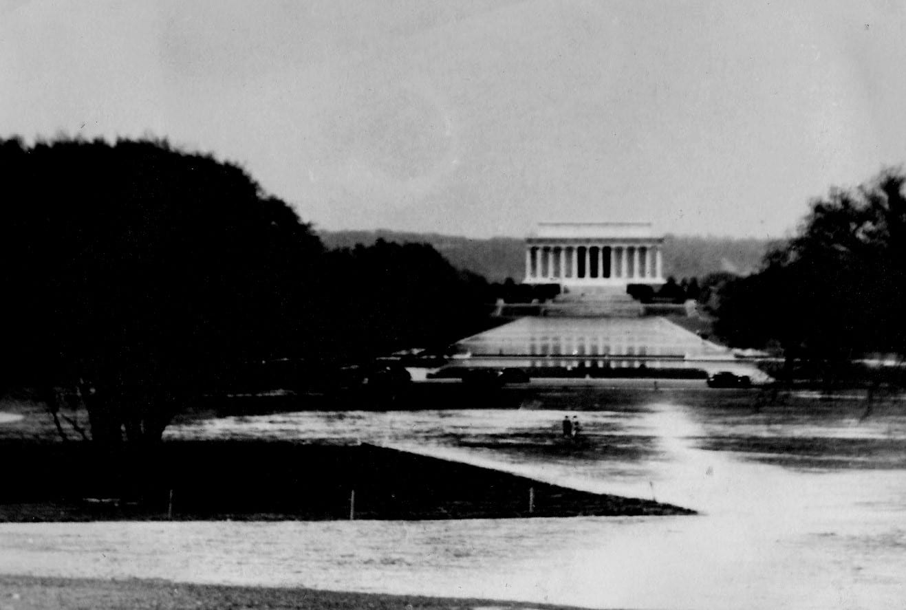 When Was This Photo of the Lincoln Memorial Taken?