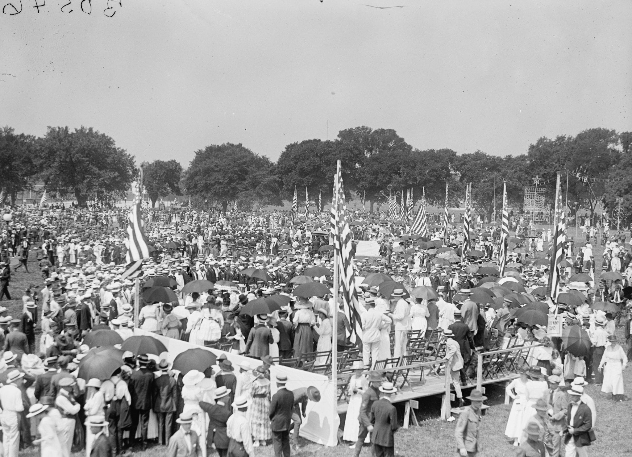 Fourth of July crowd on the Ellipse