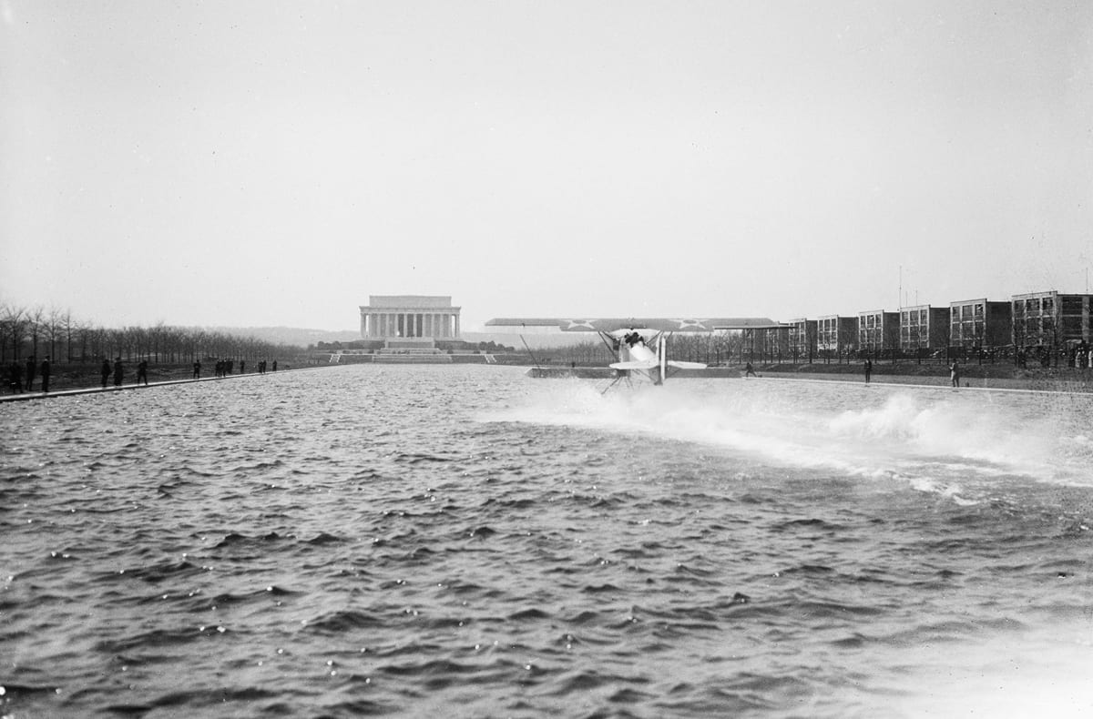 Amphibian aircraft on reflecting pool in front of Lincoln Memorial, Washington, D.C. in 1923. (Harris & Ewing / Library of Congress)