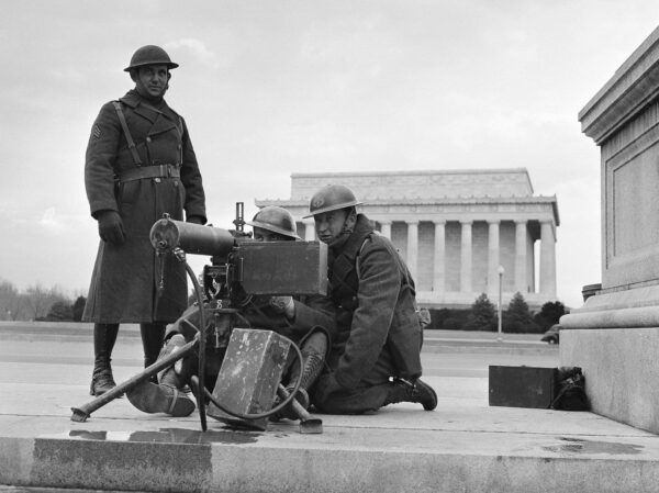 Machine gun sets up outside the Lincoln Memorial on December 8th, 1941